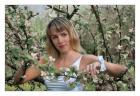 Романтический портрет в вишневом цвету.