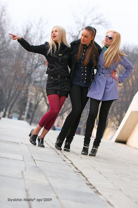 три девицы под окном!