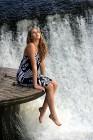 Девушка и водопад!