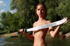 Дэвушка с мечем!