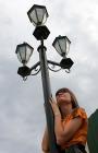 День, улица, фонарь, красотка...