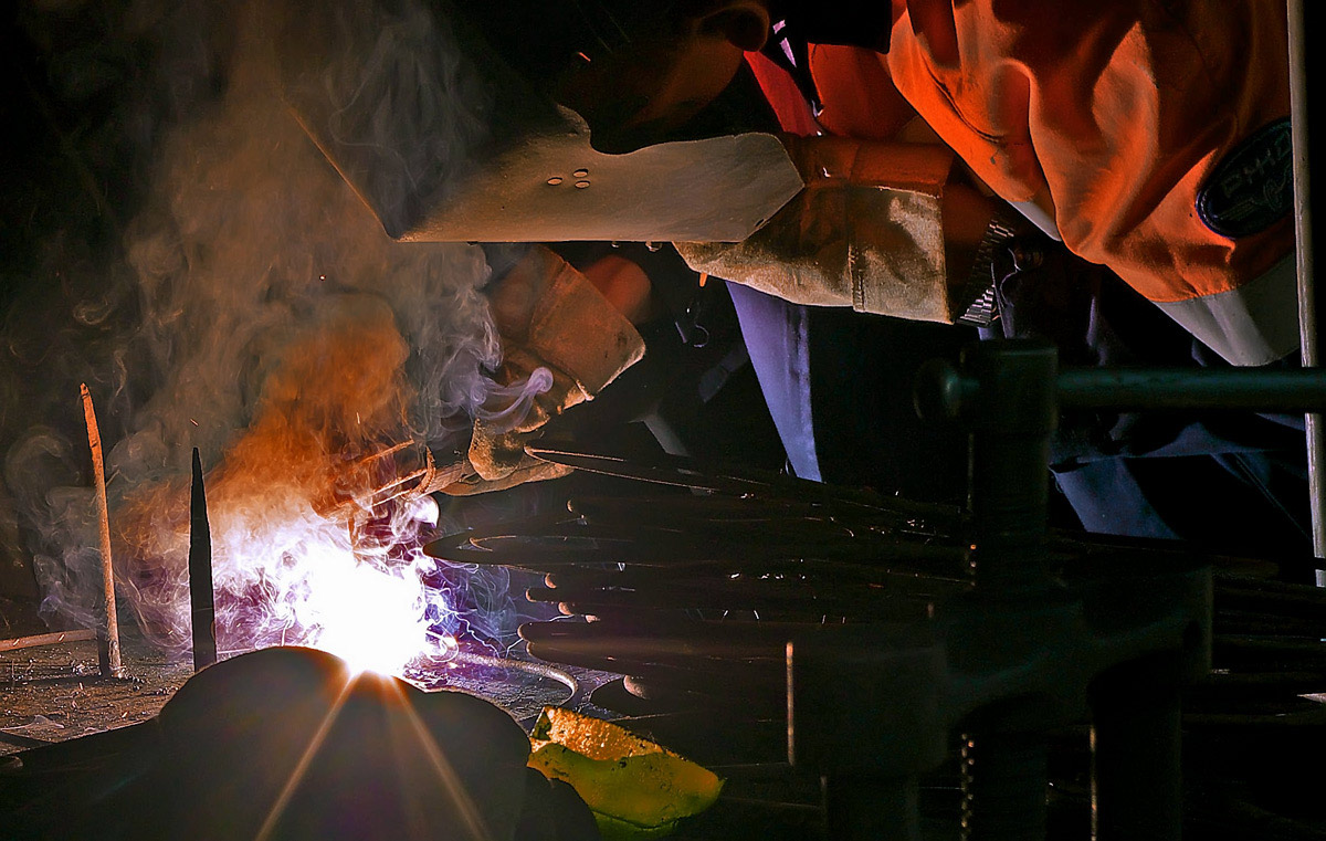 В умелых руках работа горит