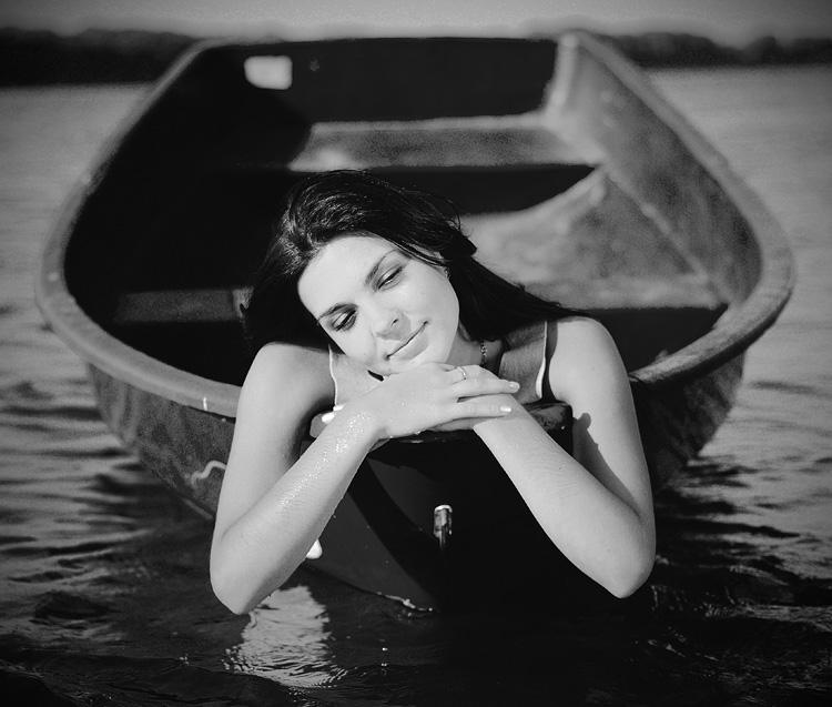 Девушка лодка