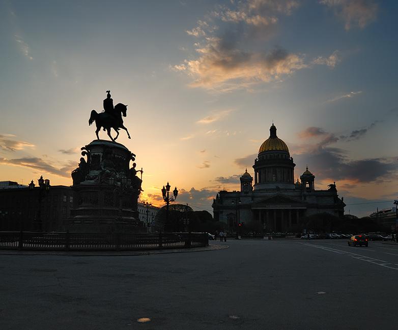 вечер на Исаакиевской площади...