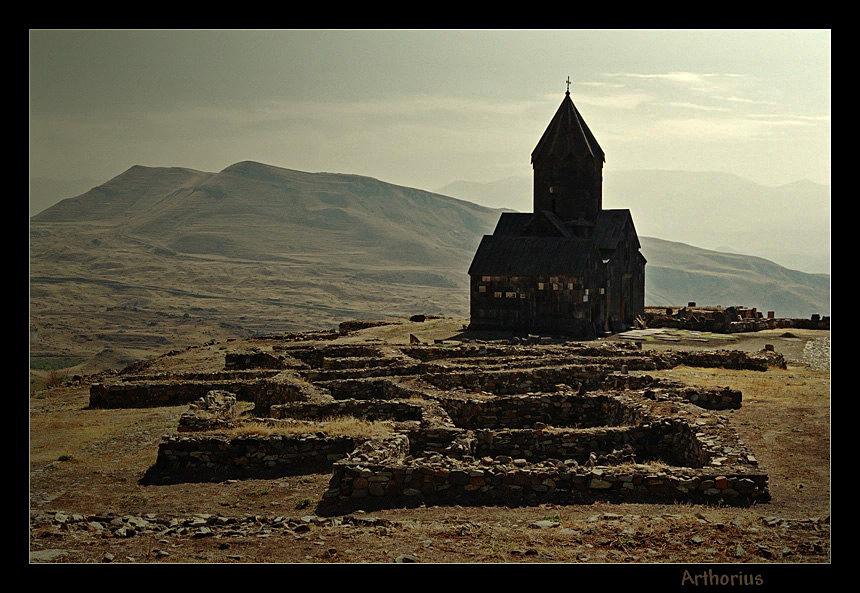 Церковь Танаат и руины Гладзора